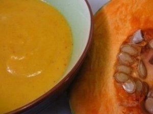 Moliūgų ir kukurūzų kruopų pieniška sriuba