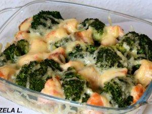 Gardusis makaronų apkepas su brokoliais ir lašiša