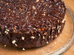 Šokoladinis obuolių pyragas su datulėmis