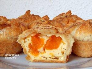 Lengvi sluoksniuotos tešlos pyragėliai su mandarinais