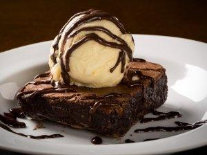 Burnoje tirpstantis šokoladinis Nutella pyragas - vos iš 2 ingredientų