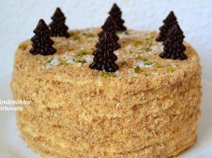 Skanusis Napoleono tortas su plikytu kremu
