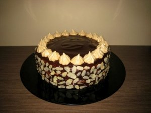 Nuostabus karamelinis - šokoladinis - morenginis tortas