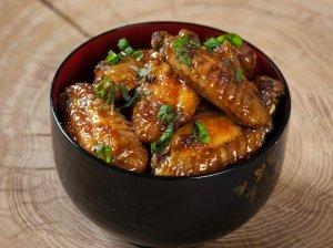 Nuostabūs vištų sparneliai su saldžiai aštriu padažu
