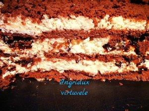 Nekeptas varškės ir sausainių tortas su džiovintomis slyvomis