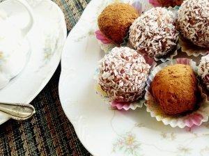 Skanutėliai greiti ir sveiki džiovintų vaisių bei riešutų saldainiai