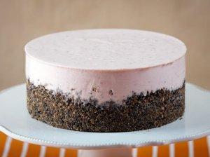 Nekeptas varškės ir braškių tortas