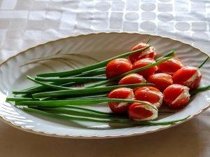 Tulpės iš vyšninių pomidoriukų - greita, skanu, gražu ir tik 3 ingredientai