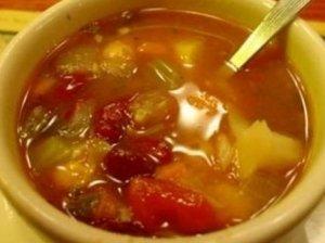 Žuvies kukulių sriuba su šviežiomis daržovėmis