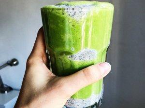 Žaliasis kokteilis su bananais ir špinatais - energijos užtaisas visai dienai