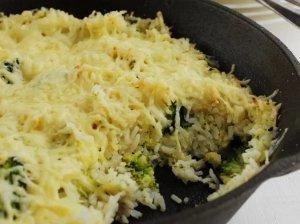 Greitas brokolių apkepas su ryžiais ir sūriu