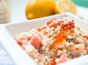 Perlinis kuskusas su grietinėle, lašiša ir ikrais - greitai ir nuostabiai vakarienei