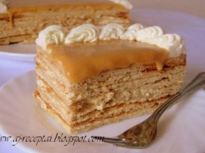 Be galo skanus sluoksniuotas medaus tortas
