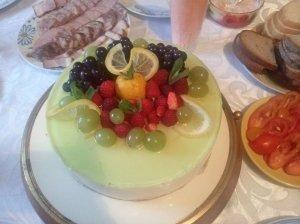 Gaivus jogurtinis tortas su vaisių įdaru