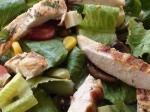 Vištienos salotos su česnaku