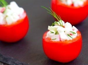 Gaivūs pikantiškai įdaryti pomidoriukai