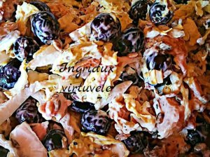Gaivios salotos su rūkyta vištiena, vynuogėmis ir pekino kopūstu
