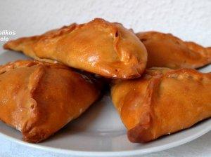Skanutėliai pyragėliai su faršu ir džiovintais grybais