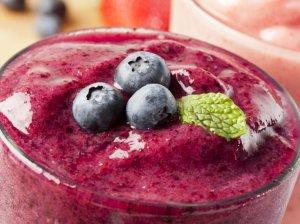 Pasikraukime vitaminų - gaivus šaldytų uogų ir burokėlių super kokteilis