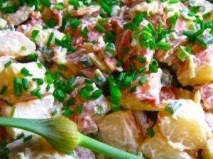 Bulvių salotos su ridikėliais ir rūkyta kiauliena