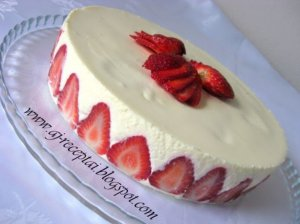 Baltojo šokolado tortas su braškėmis