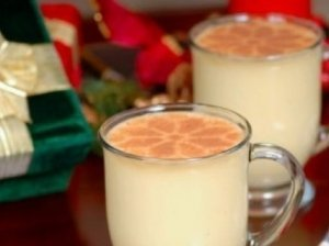 Brendžio gėrimas su kiaušinio tryniu ir cukrumi (Brandy eggnog)