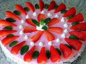 Gaivus jogurtinis tortukas su uogomis