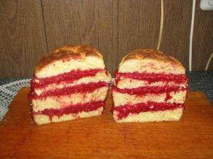 """Nostalgiškas pyragas """"Skenduolis"""" su uogienės pertepimu"""