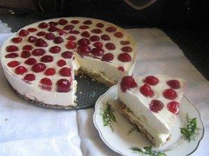 Greitas nekeptas maskarponės tortas su uogomis