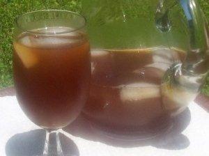 Arbatos gėrimas su vaisiais