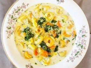 Tortellini sriuba su daržovėmis ir grietinėle - skani, soti ir greitai pagaminama