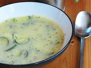 Tiršta cukinijų sriuba su vištos krūtinėle