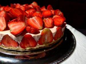 Greitas nekeptas jogurtinis braškių tortas