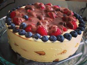"""Nuostabus maskarponės tortas su uogomis """"Tiramisu"""""""