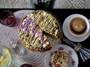 Tinginys su kavos ir karamelės prieskoniu