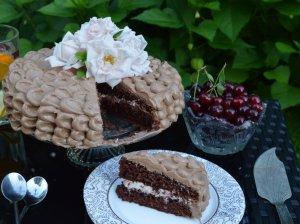 Gražuolis šokoladinis tortas su vyšniomis