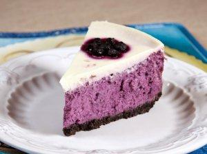 Varškės pyragas su mėlynėmis ir grietininiu viršumi