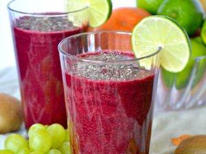 Sveikas burokėlio, špinatų ir vaisių kokteilis