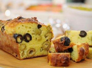Užkandinė duonelė su sūriu ir alyvuogėmis