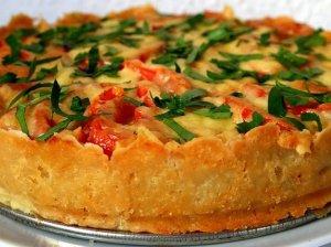 Bulvinės tešlos pyragas su faršu ir daržovėmis
