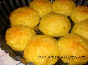 Virtų bulvių kotletai su cukinijomis ir varške