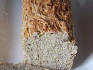 Puri cukinijų duonelė su riešutais