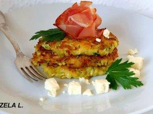 Bulvių ir cukinijų blyneliai su kumpiu ir sūriu