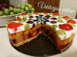 Greitas nekeptas žele tortas su uogomis ir vaisiais