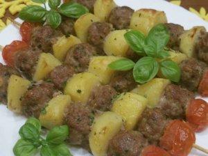 Mėsos kukulių ir bulvių vėrinukai orkaitėje