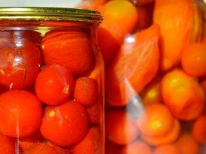 Saldžiarūgščiai marinuoti pomidorai žiemai