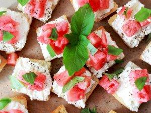 Puikieji sumuštinukai su feta ir arbūzu