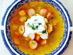 """""""Kirvio"""" sriuba su dešrelėmis, bulvėmis ir avinžirniais"""