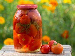 Klasikiniu būdu marinuoti pomidorai žiemai