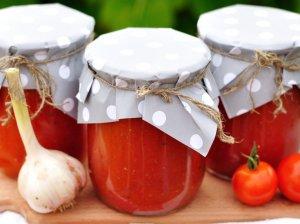 Šparaginių pupelių mišrainė žiemai su daržovėmis ir pomidorų padažu